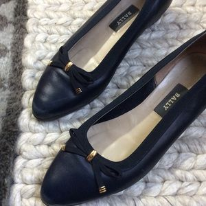 BALLY Navy Blue Leather Flats Classic Closed Toe